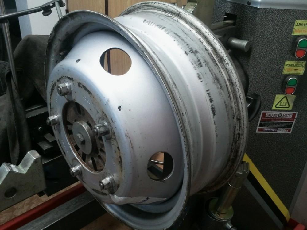rovnání ocelového disku